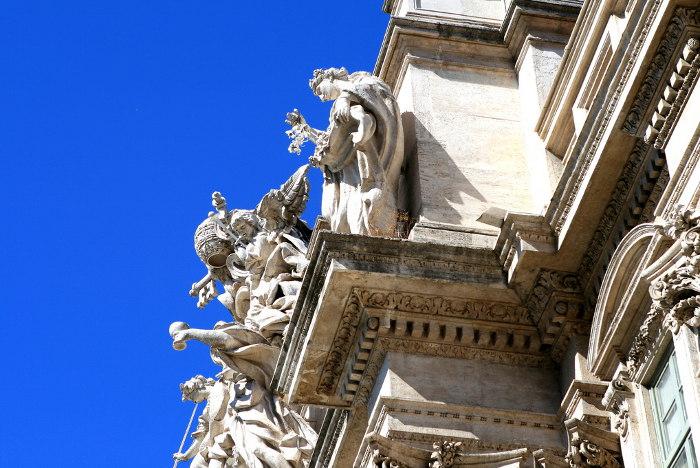 trevi-fountain-rome-statues-legends