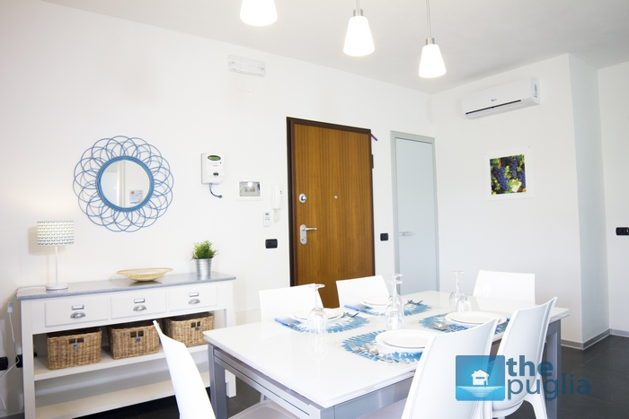 three-room-apartment-puglia-holidays-living