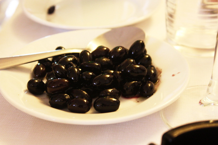 cibus-restaurant-puglia-black-olives