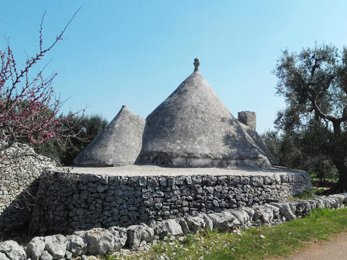trullo-ostuni-countryside